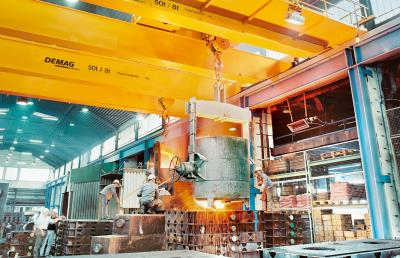 Process cranes for steel production / foundries